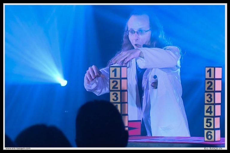 magicien Globule sur scène Bretagne